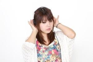 https___www.pakutaso.com_assets_c_2013_05_PAK56_headphonegirl500-thumb-1000xauto-2818